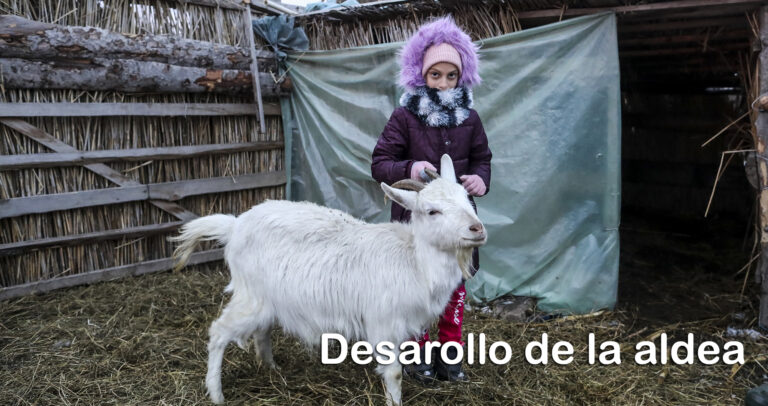 Una niña con una cabra en Romania