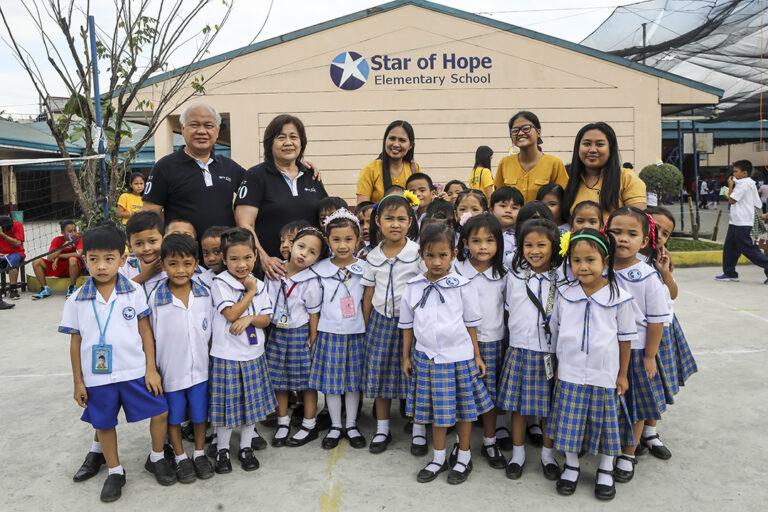 Escuela Primaria en Taytay, Filipinas