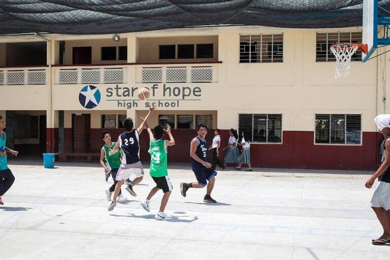 Escuela Secundaria en Taytay, Filipinas