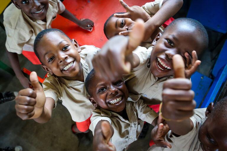 Chicos felices en Boyer, Haití