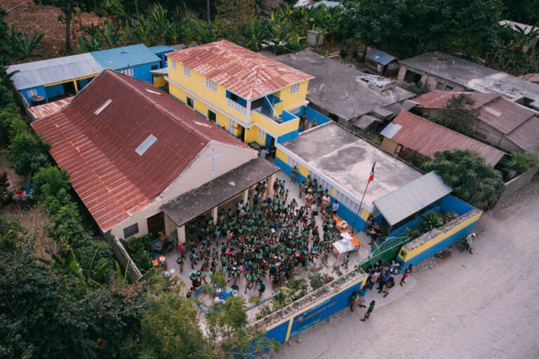 El colegio en Marigot, Haití