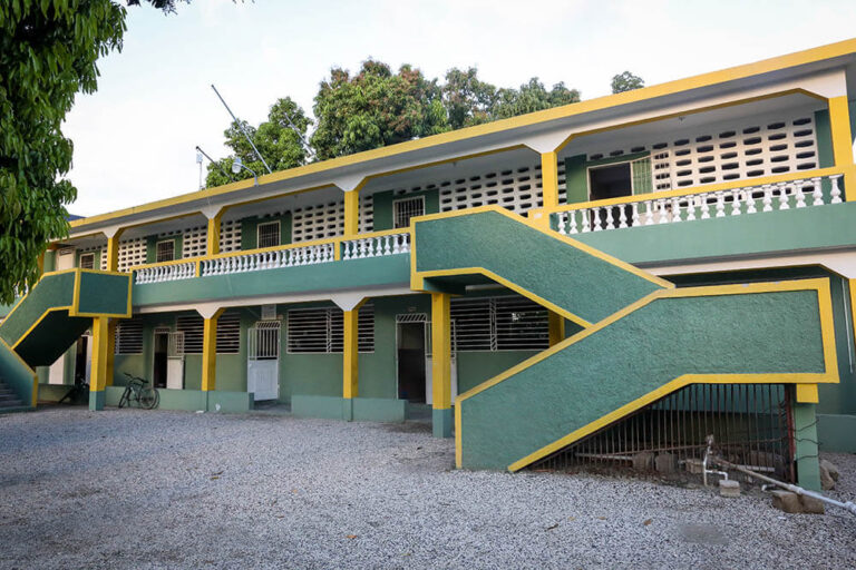 El colegio en Rigaud, Haití