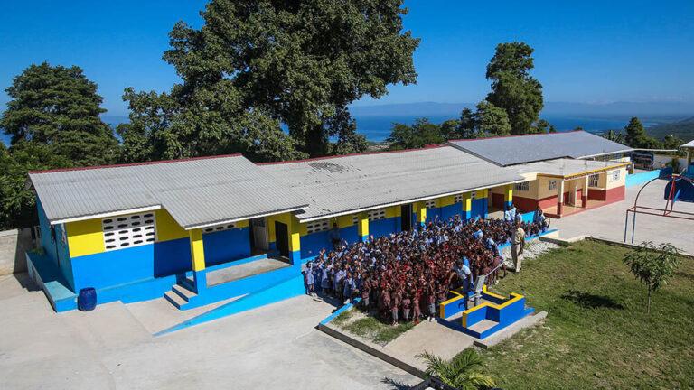 El colegio en Dano, Haití