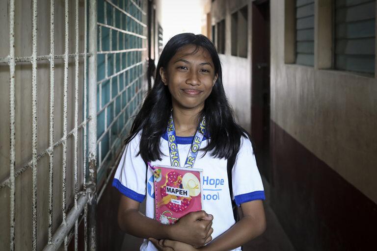 Un estudiante en Taytay, Filipinas