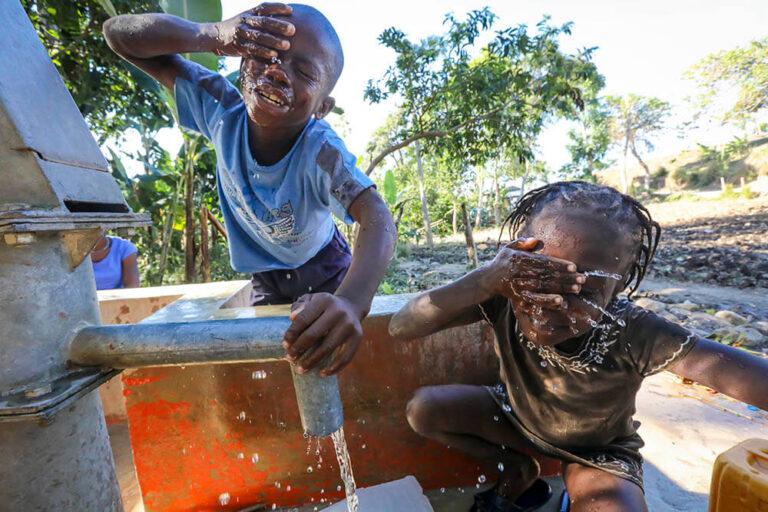 Poso de agua en Hesse, Haití